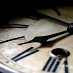 Un reloj que se pone en hora solo