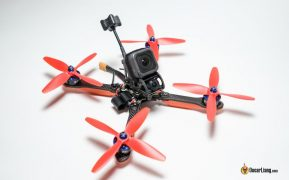 Mini quad con cámara HD sobre un chasis en X