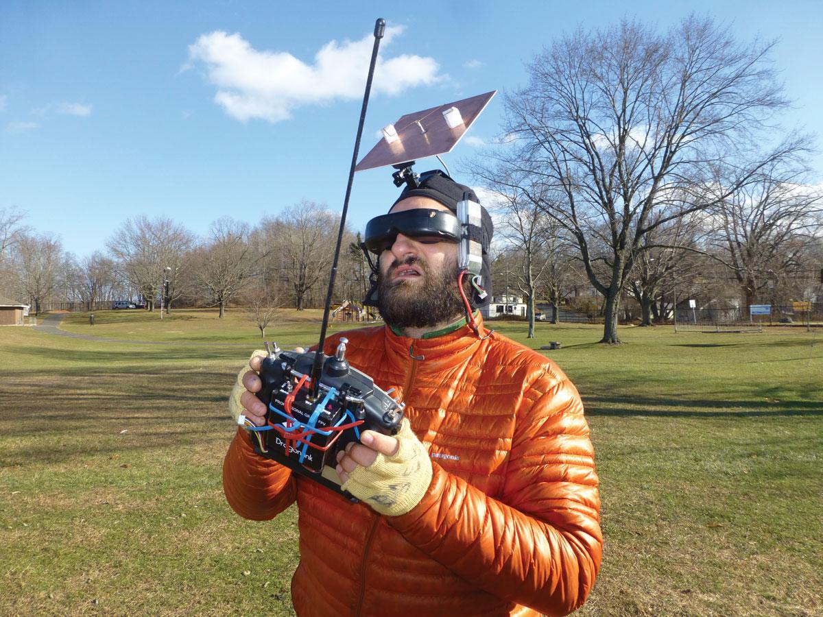 Antena direccional para pilotar un dron en FPV
